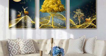 ภาพมงคลแต่งบ้าน กวางเรนเดียร์ชมจันทร์ กับ ต้นไม้สีทอง ติดผนังห้องนั่งเล่น แบบที่ 14-EX5